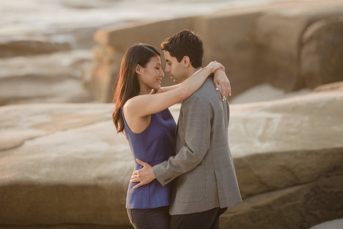 babsie-ly-photography-surprise-proposal-photographer-san-diego-california-la-jolla-windansea-beach-scenery-asian-couple-002