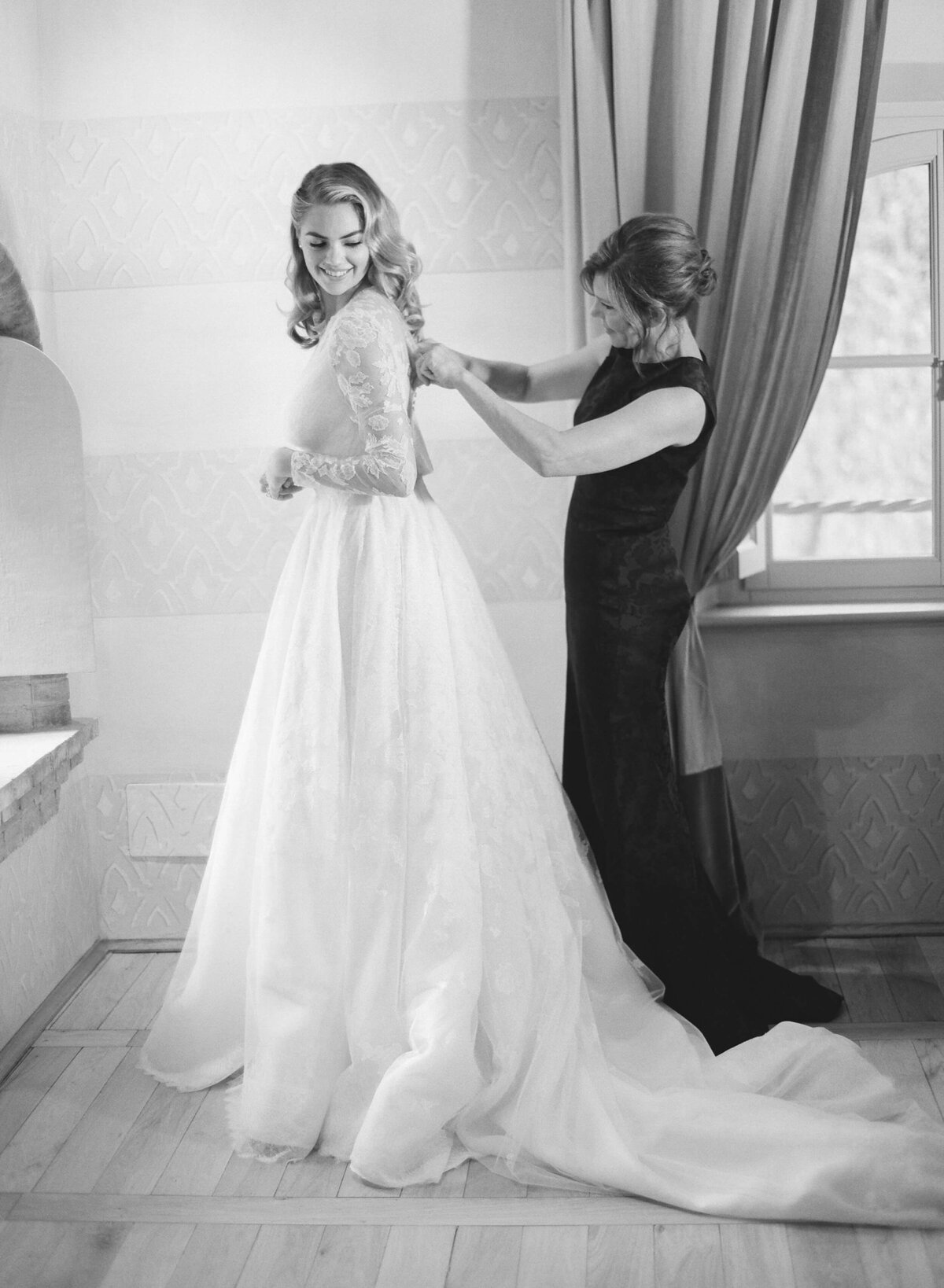 9-KTMerry-weddings-Kate-Upton-Valentino-gown