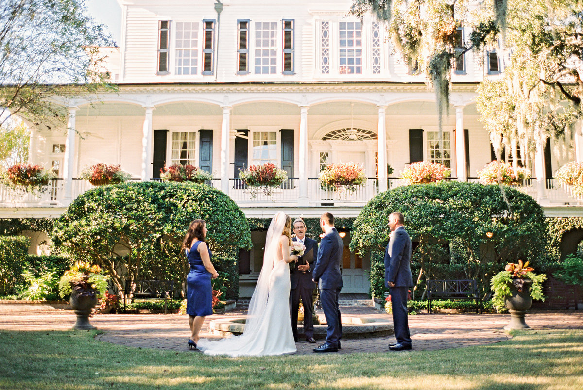 wedding-venues-in-charleston-governor-thomas-bennett-house-philip-casey-17