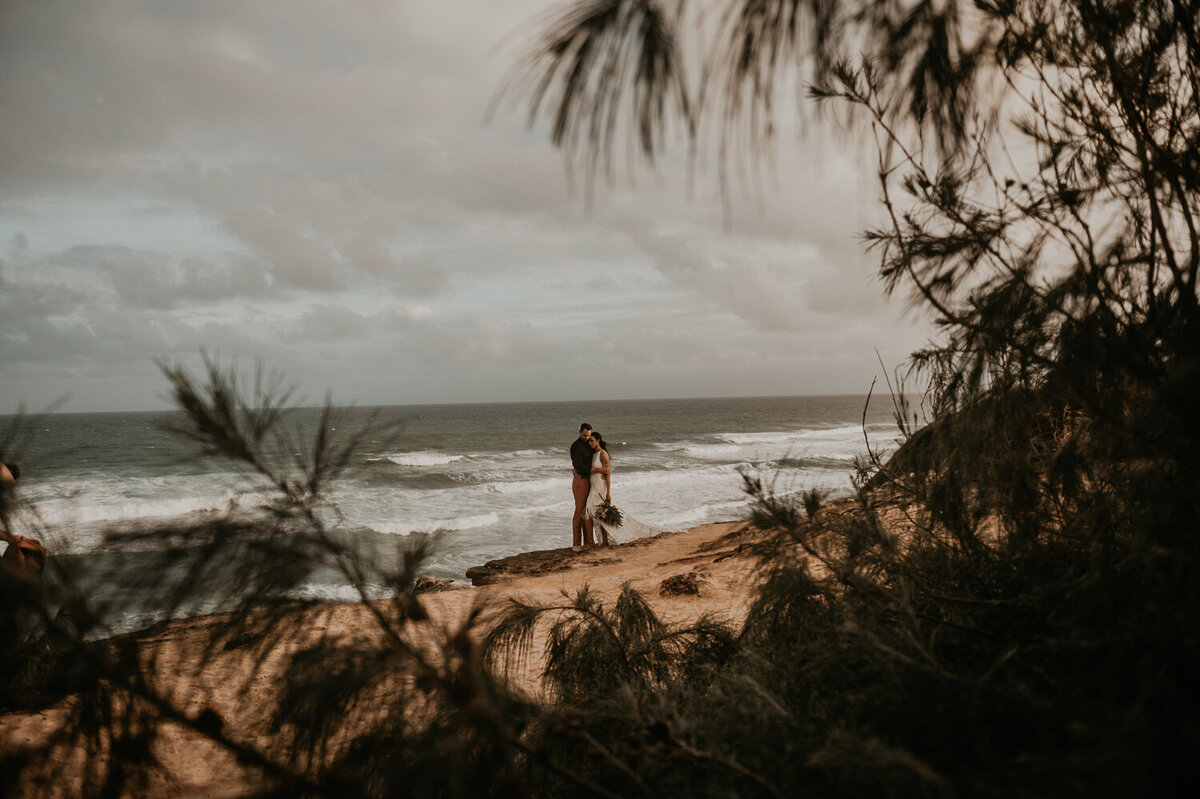 shipwrecks-beach-poipu-kauai-elopement1-6