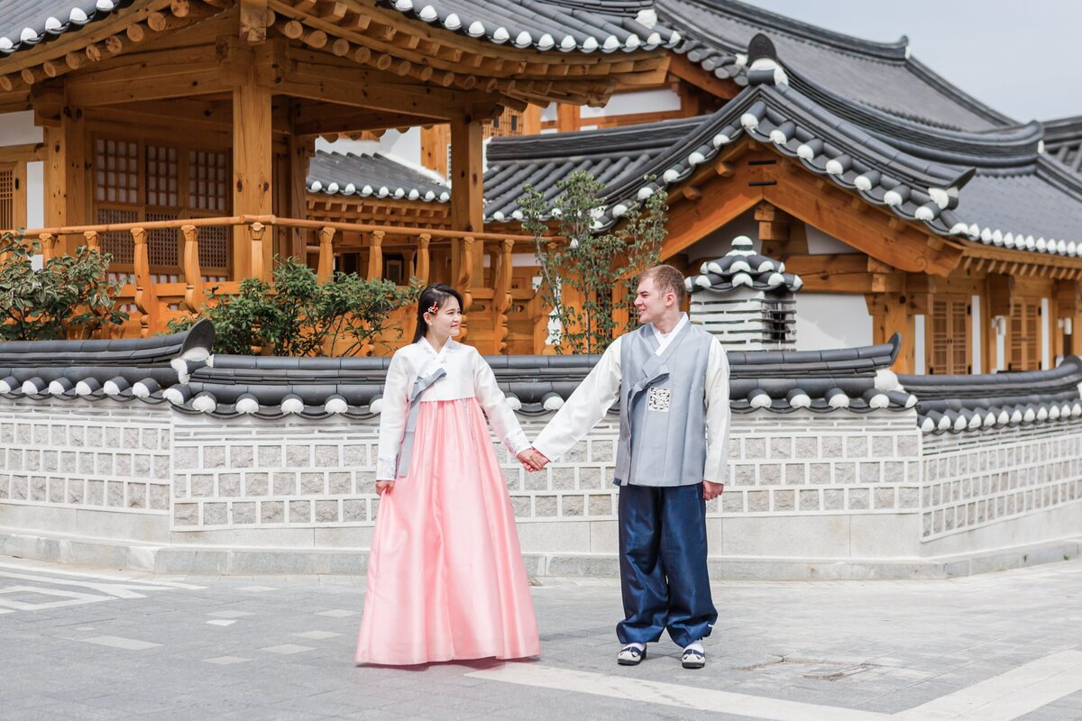 Seoul-South-Korea-Bridal-Engagement-Shoot-Eunpyeong-Village-Hanok-0019