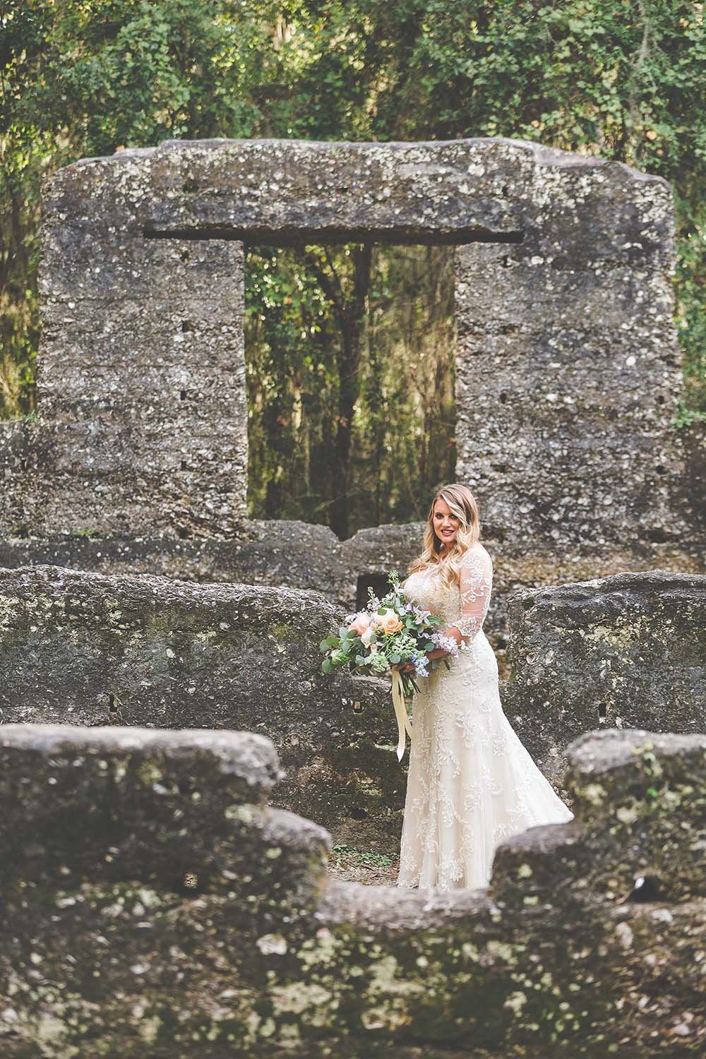 bridal-portrait-revalation-design-bouquet-ruins-inspiration-lace-wedding-dress-breaking-tradition-jacksonville-fl