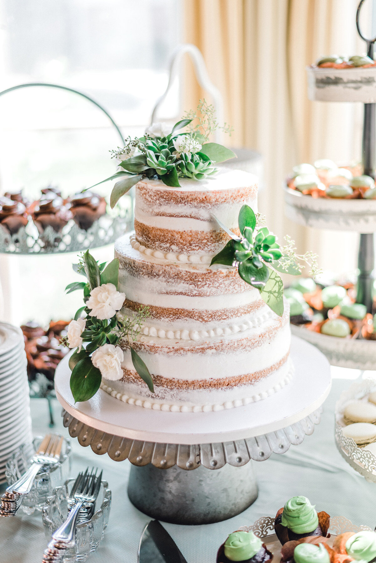 garden party naked wedding cake