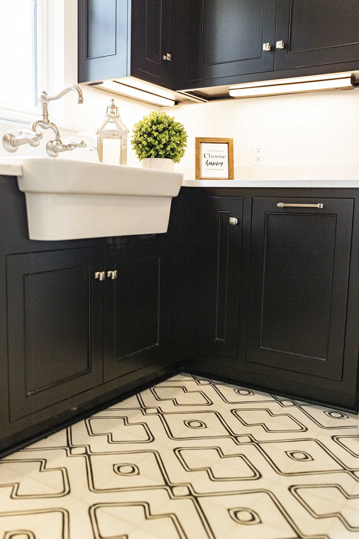 black-laundry-room-cabinents-inspiration4