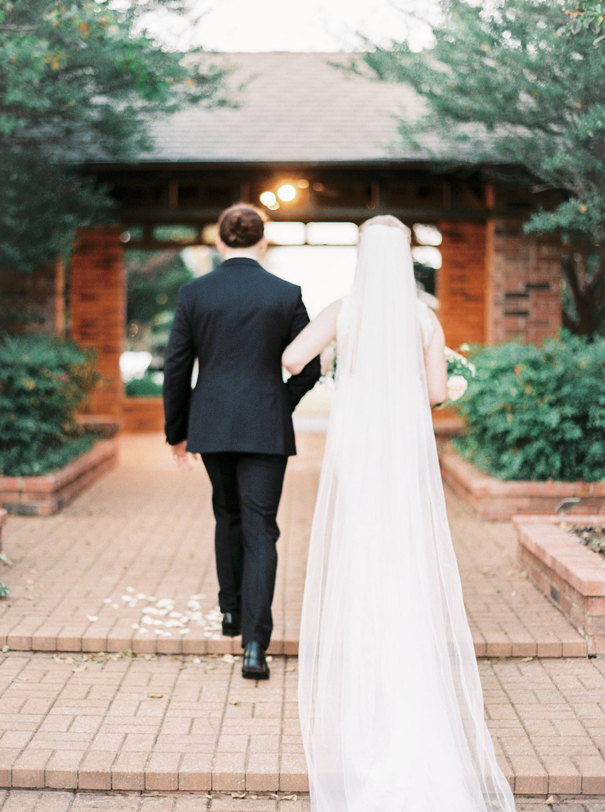 Romantic Garden Party at Clark Gardens Dallas Wedding (19)