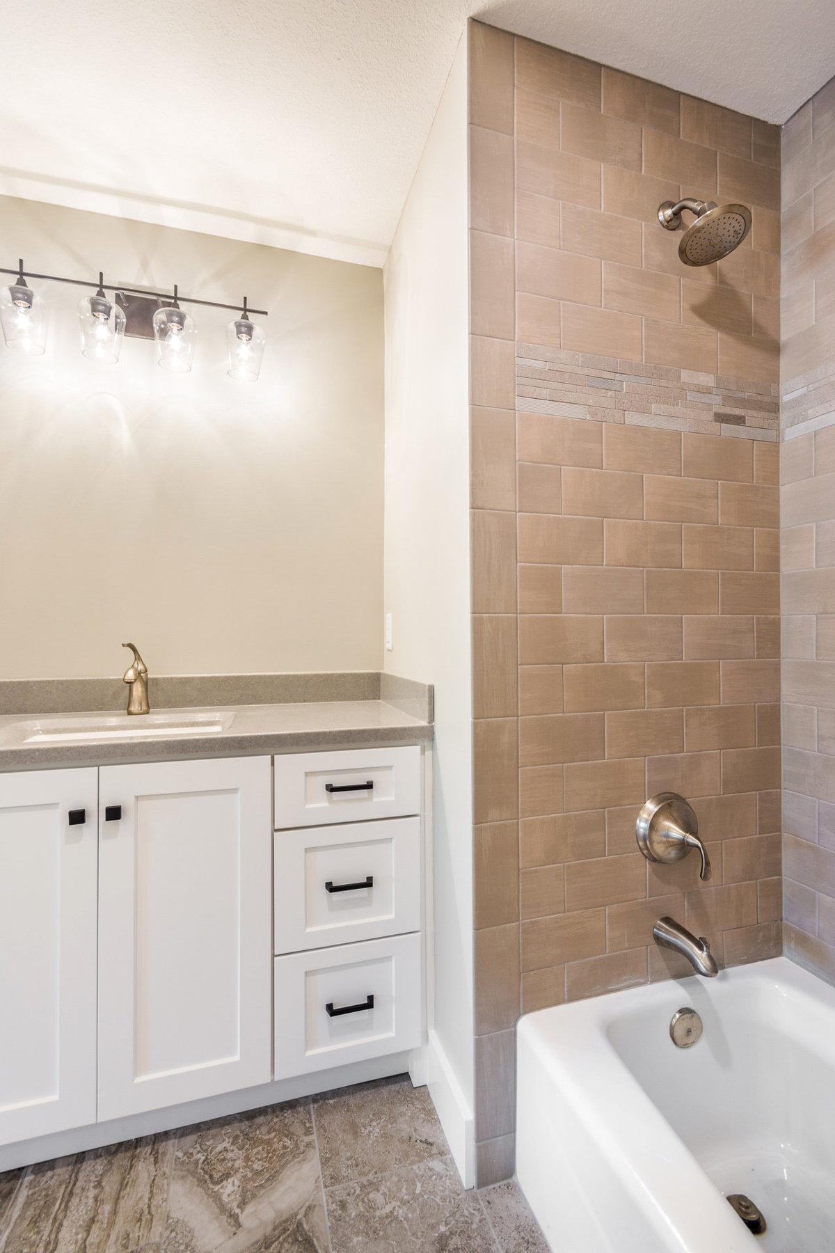 2017-08-10_153Bethany_Duell-remodel_bath2
