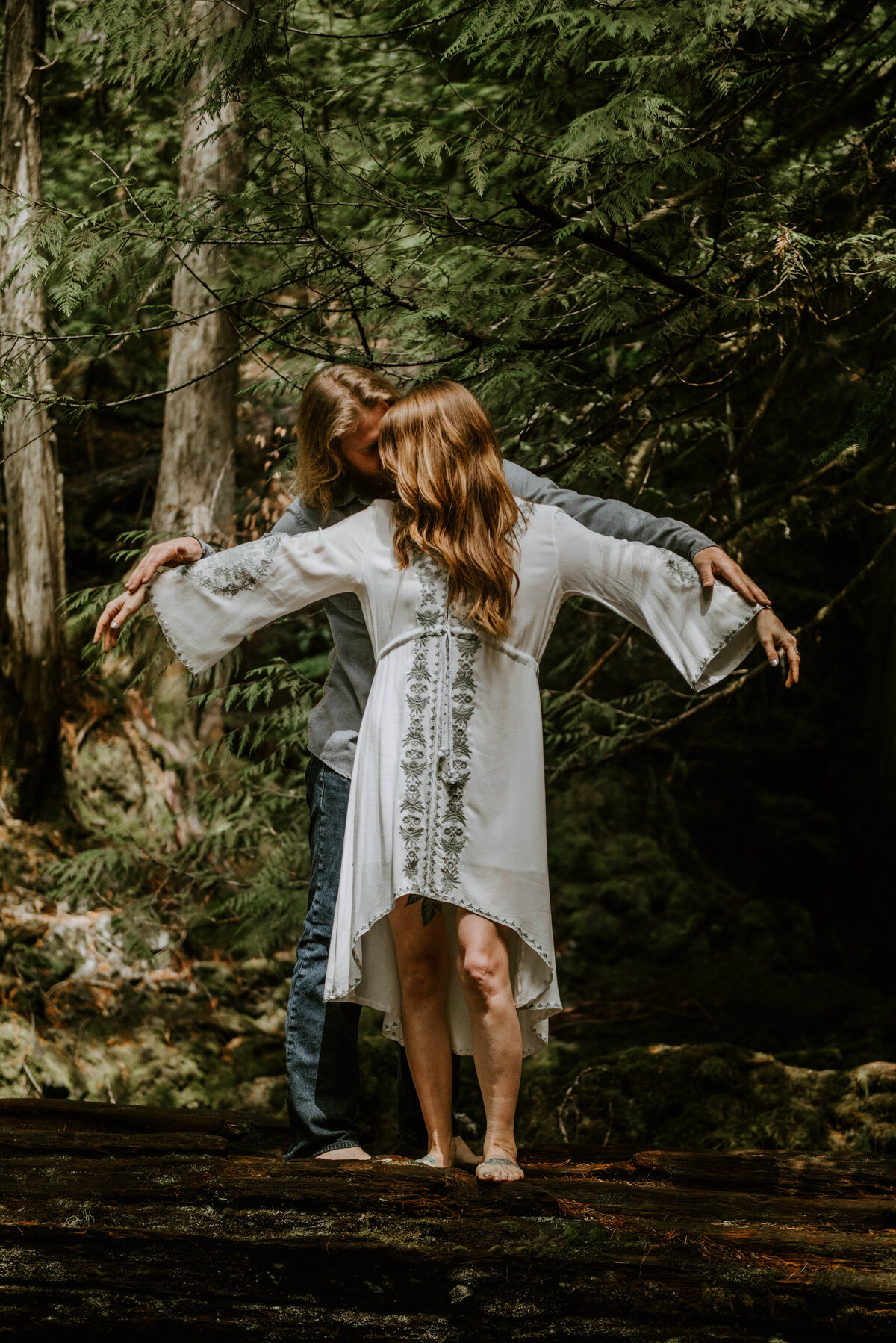 sahalie-falls-summer-oregon-photoshoot-adventure-photographer-bend-couple-forest-outfits-elopement-wedding7835