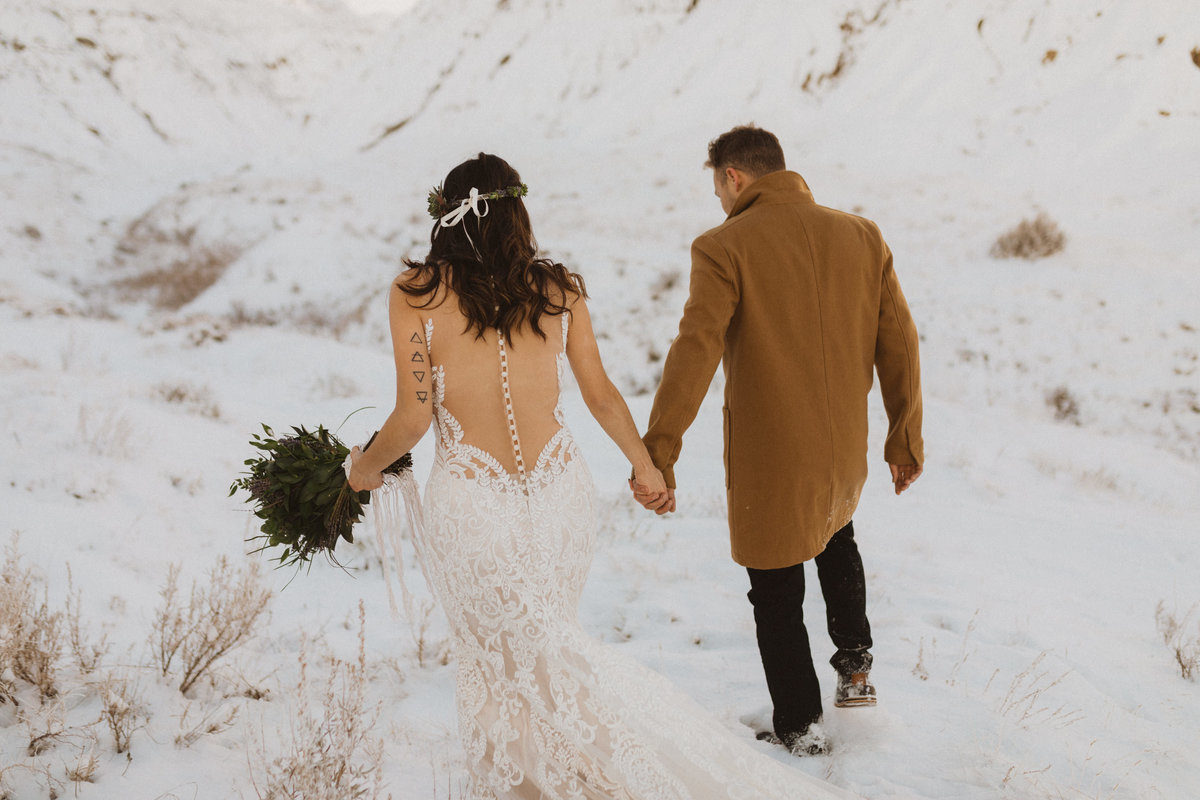 liv_hettinga_photography_drumheller_winter_elopement-17