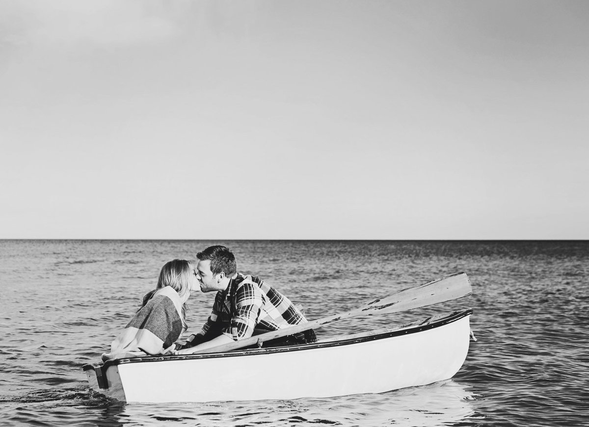 couple_in_rowboat