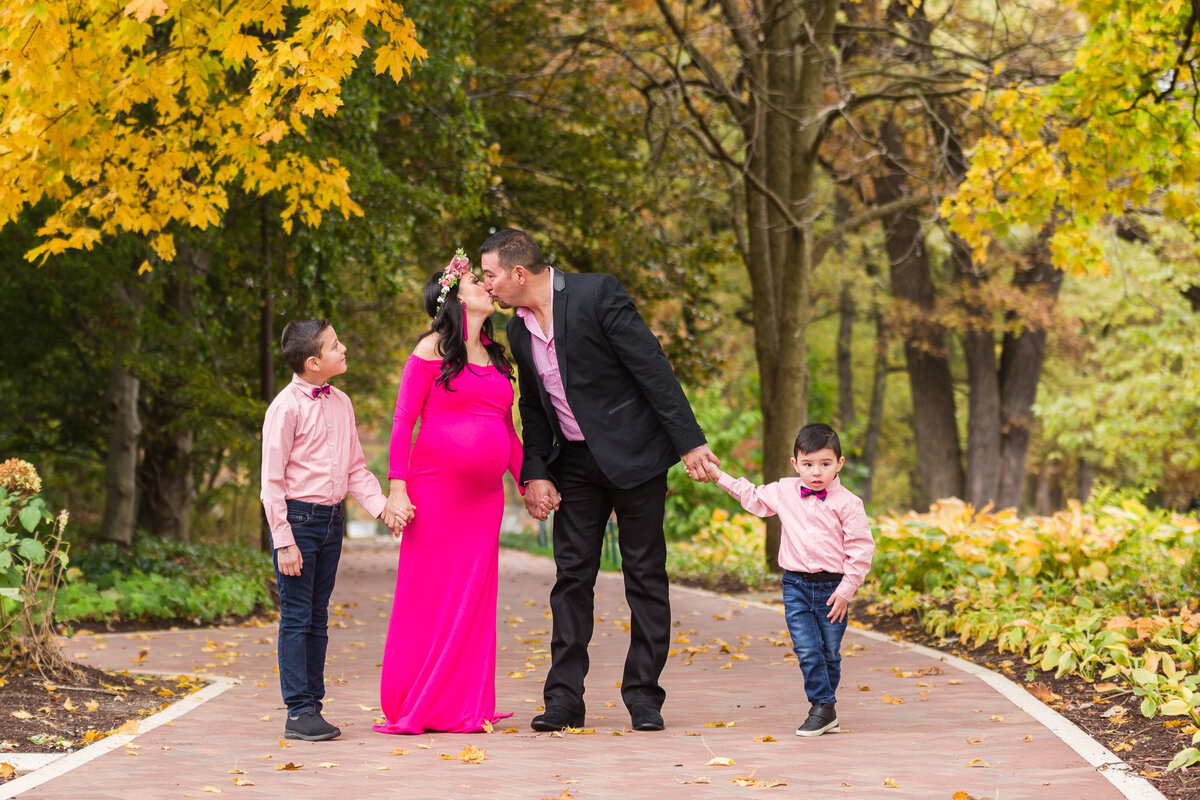 Cantigny Park, IL Beautiful October Maternity Family Session_-68