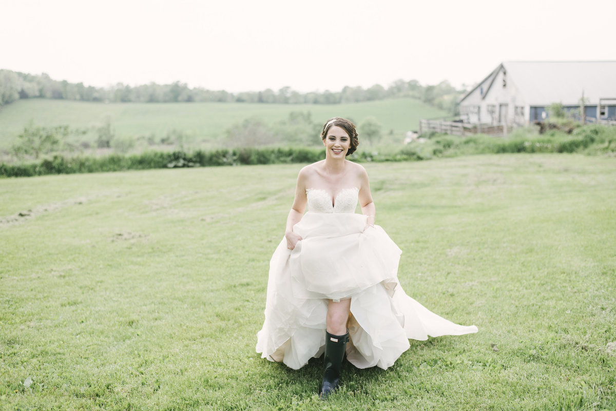 Monica-Relyea-Events-Alicia-King-Photography-Globe-Hill-Ronnybrook-Farm-Hudson-Valley-wedding-shoot-inspiration23