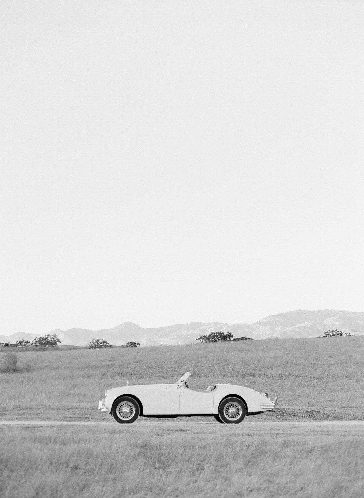 15-KTMerry-weddings-vintage-car