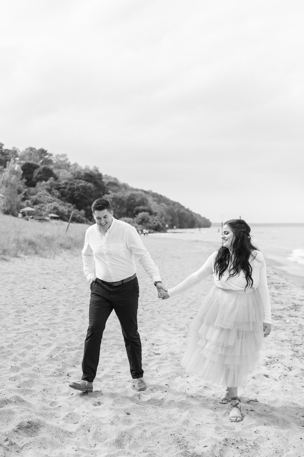 atwater-beach-engagement-milwaukee-the-paper-elephant-009