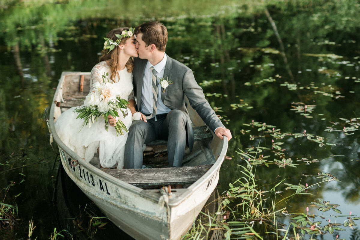 kissing in the boat, wedding boat