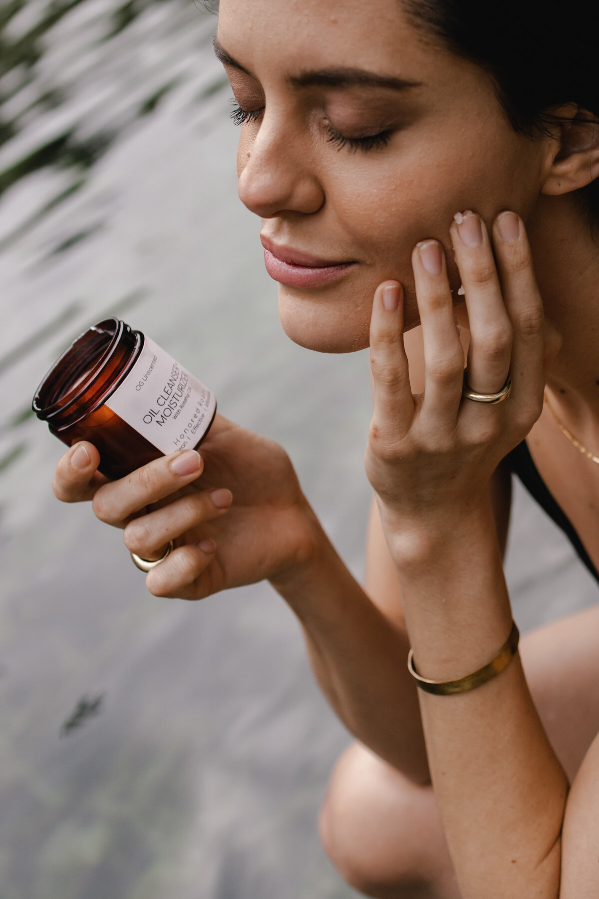 Wekiva Springs Skincare Photoshoot with Honored Roots by Alex Perry Photographer for Conscious Brands
