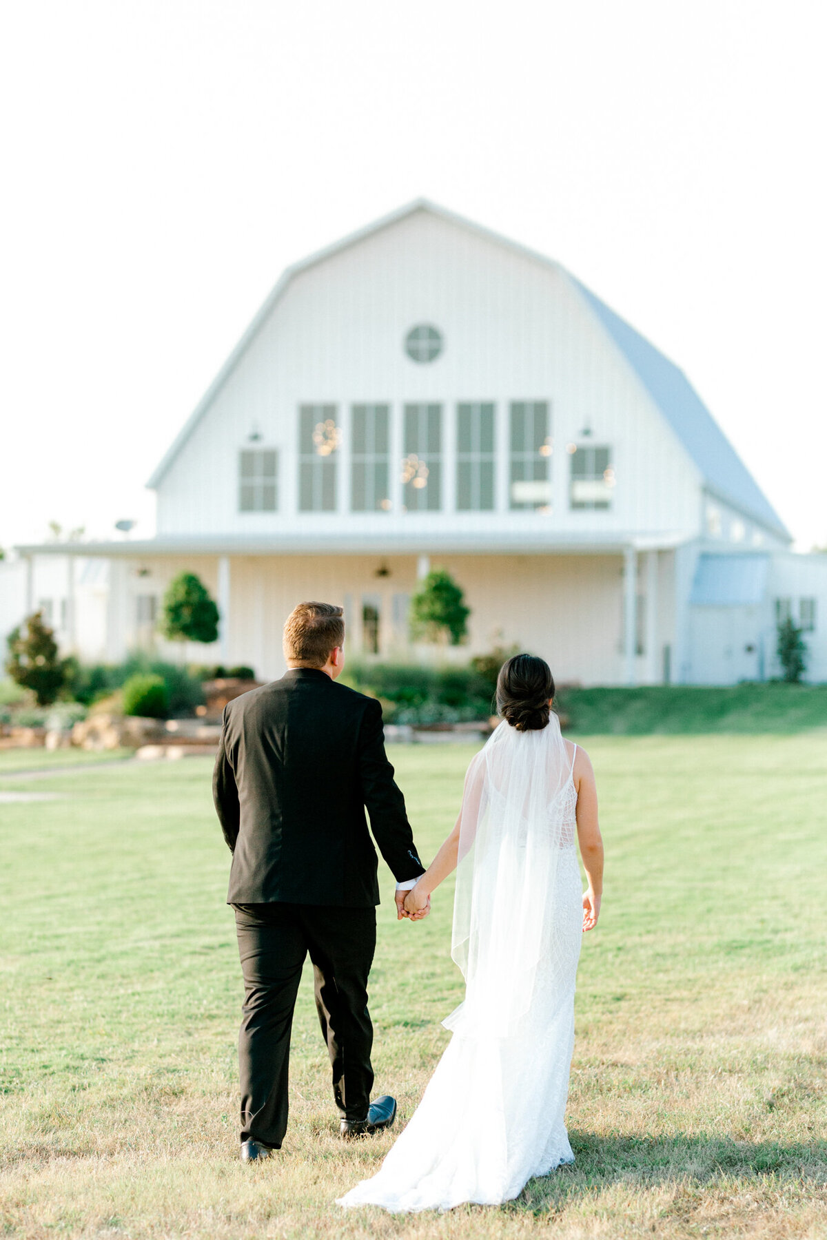 Anna & Billy's Wedding at The Nest at Ruth Farms | Dallas Wedding Photographer | Sami Kathryn Photography-172