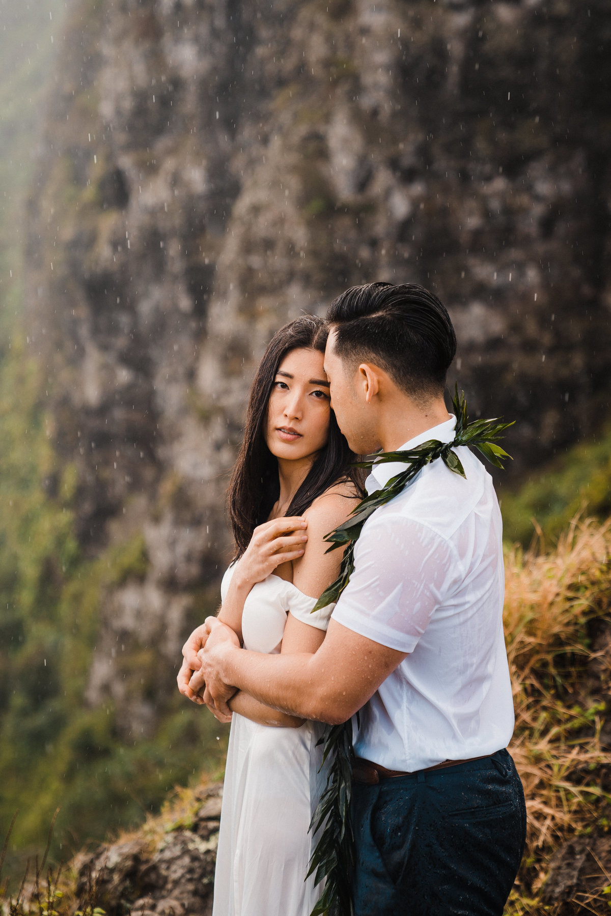 crouching-lion-hike-elopement-hawaii-adventure-elopement-photographer-1
