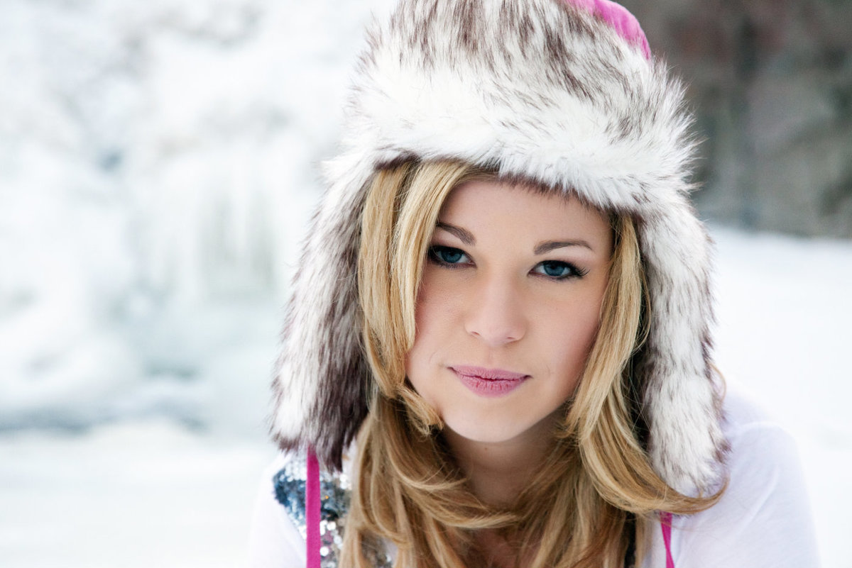 sioux falls south dakota senior photography winter girl in snow at the falls