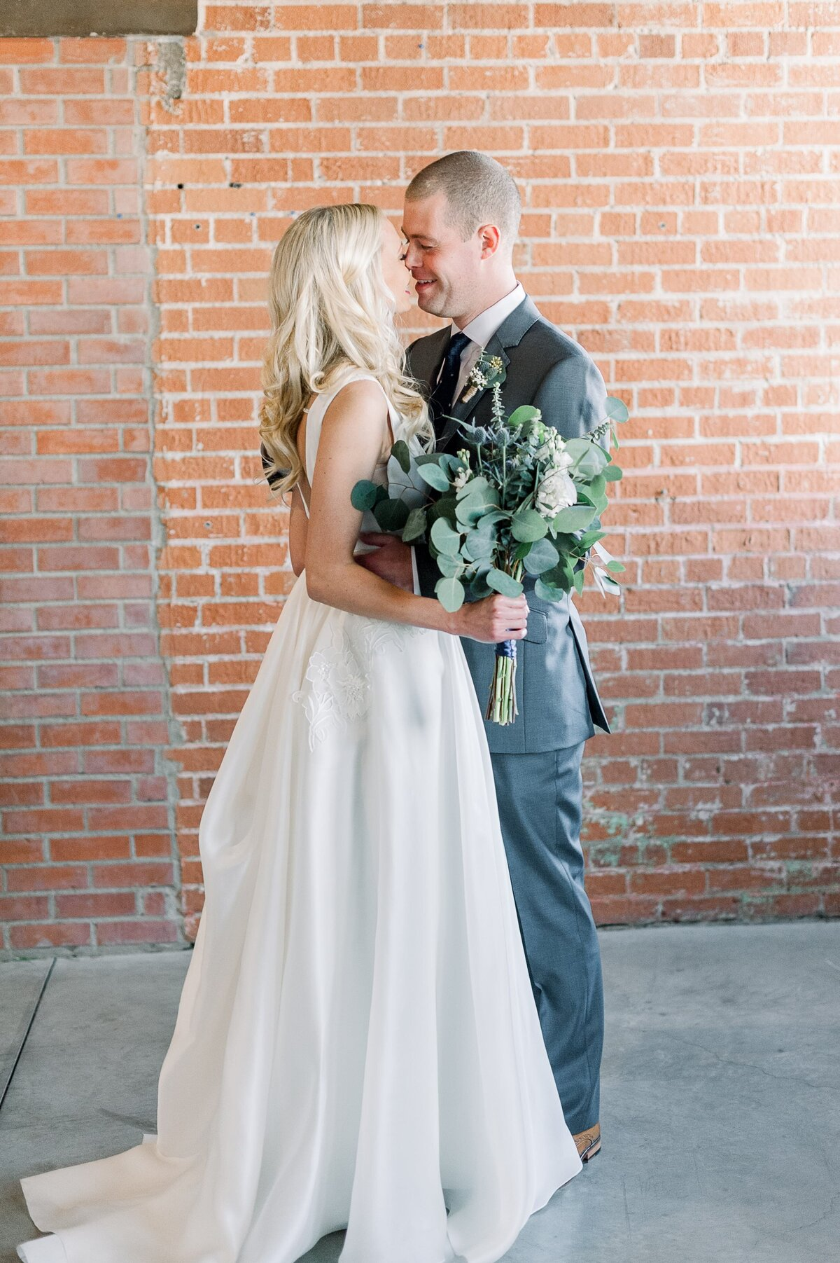 Warehouse-215-wedding-by-Leslie-Ann-Photography-00016