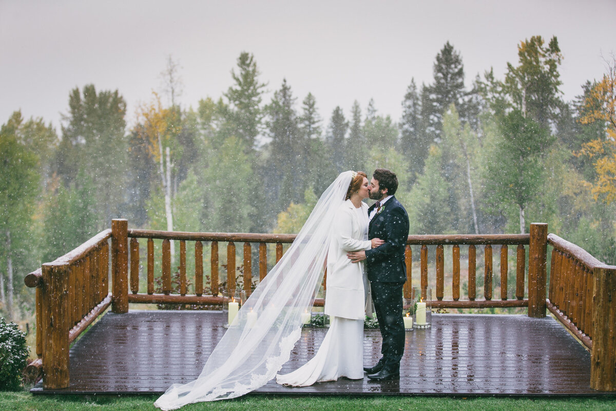 Jennifer_Mooney_Photography_Abbey_Stephen_Fall_Winter_Glacier_Park_Elopement-185