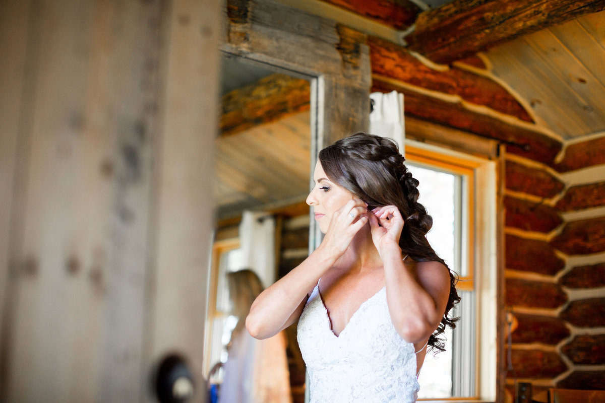 Strawberry-Creek-Ranch-Wedding-Ashley-McKenzie-Photography-Summer-love-on-the-ranch-Bride-Getting-ready