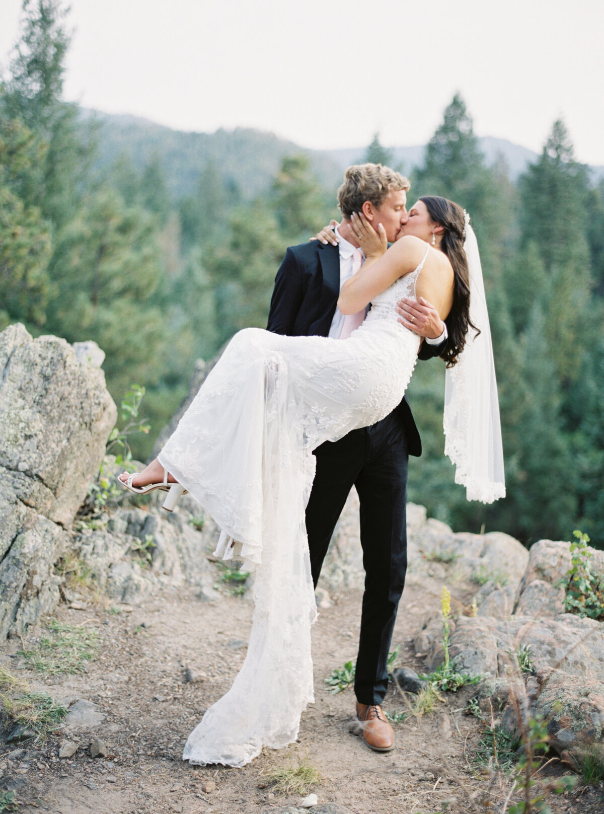 Melissa Brielle Photography Colorado Fine Art Wedding Engagement Photographer Photograph Melissa Minkner Light Airy Luxury High End18