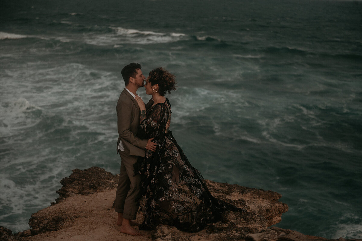 shipwrecks-beach-poipu-kauai-elopement1-9