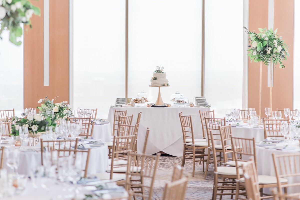 0025_Sage_Designs_at_Westin_22_White_florals_and_fresh_greens___Photography_by_Emma