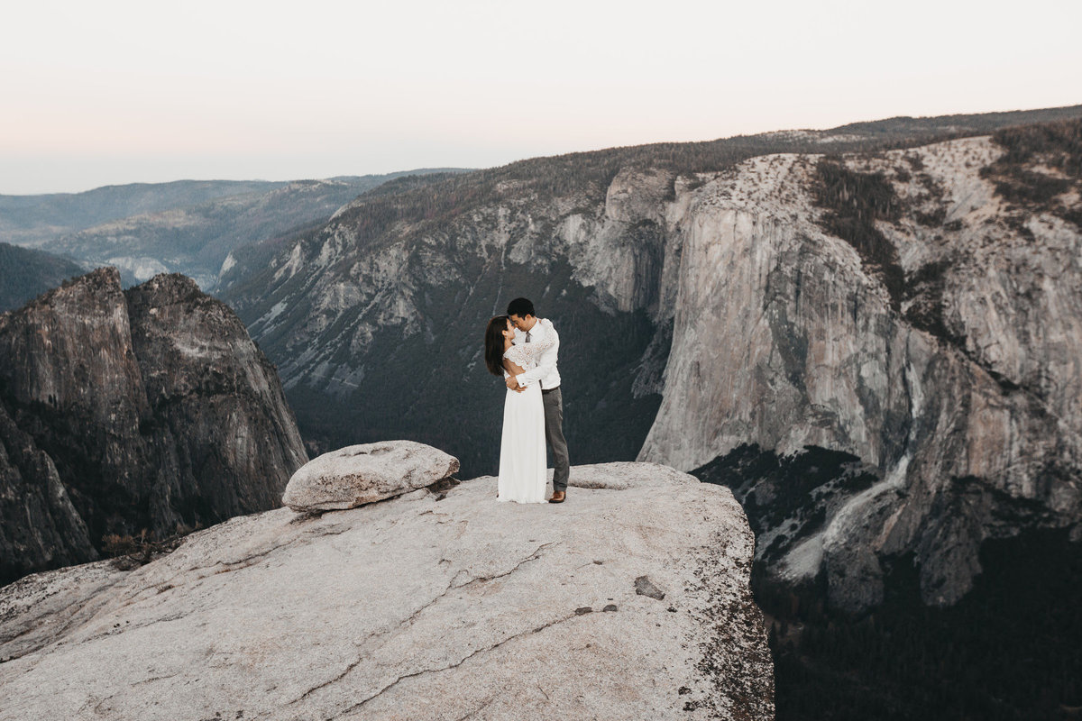 athena-and-camron-how-to-elope-in-yosemite-cathedral-rocks5