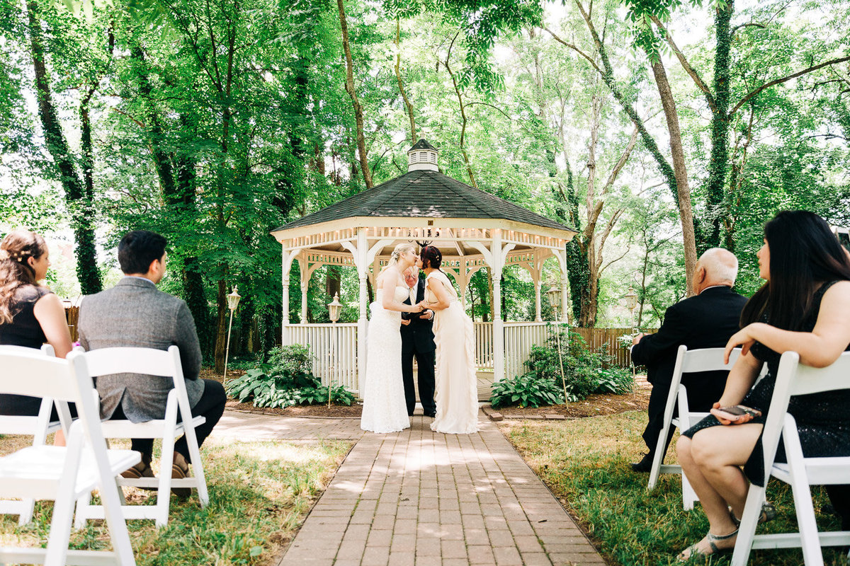 outdoor-samesex-wedding-virginia-9