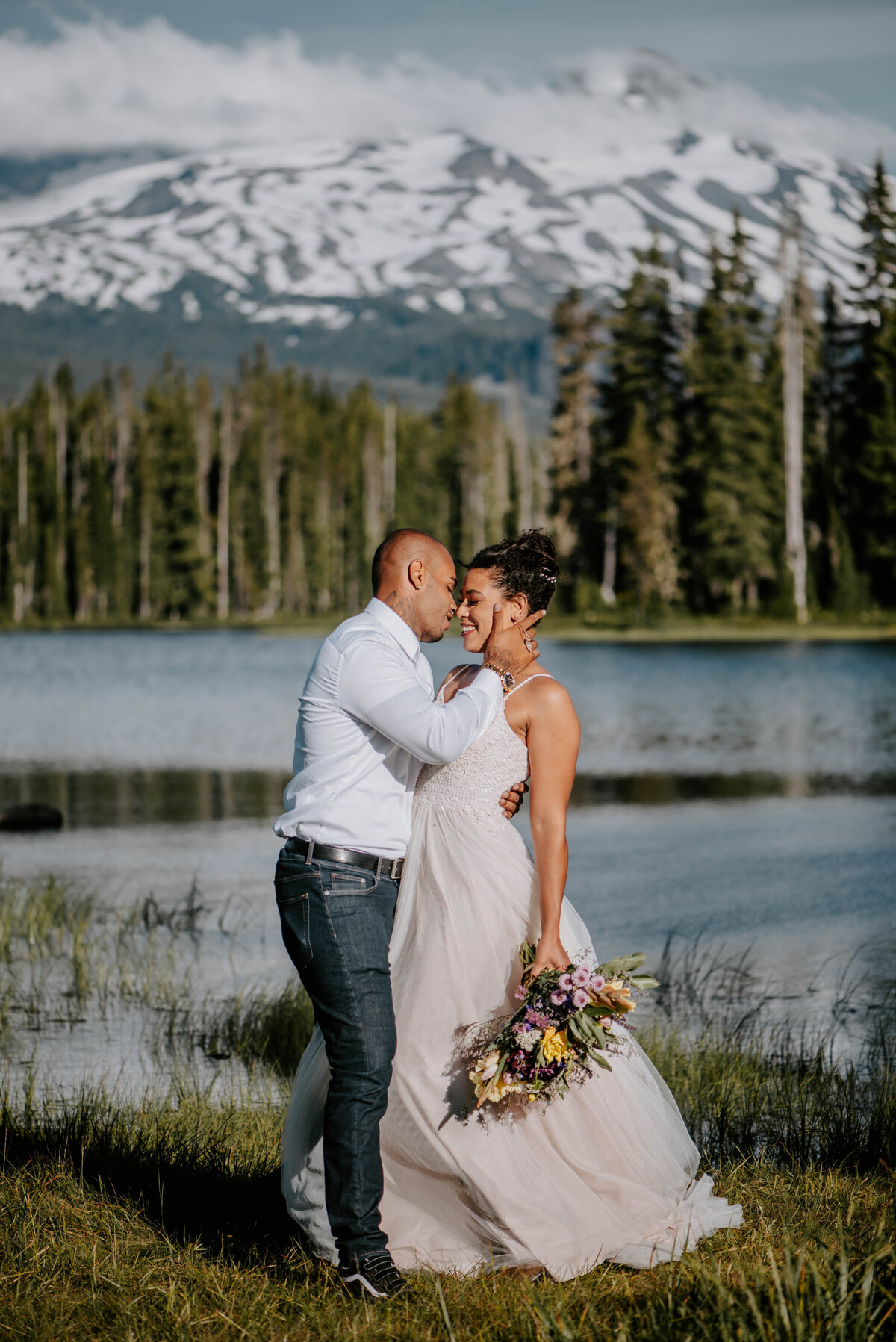 sisters-bend-oregon-summer-wedding-elopement-photographer-dress-scenic-byway-wedding-deewright-observatory-5533
