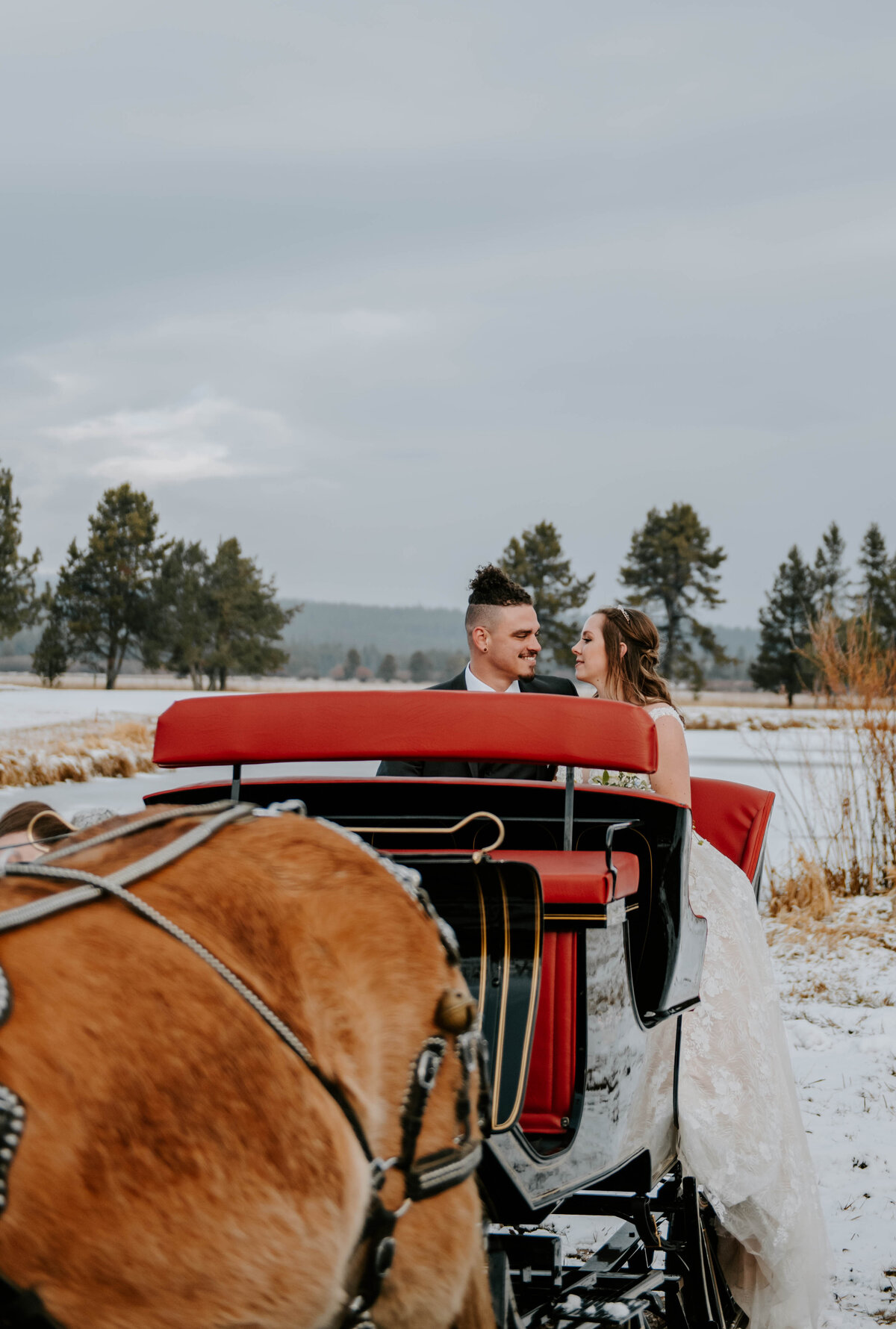 sunriver-resort-oregon-wedding-venue-christmas-elopement-photographer-destination-1881