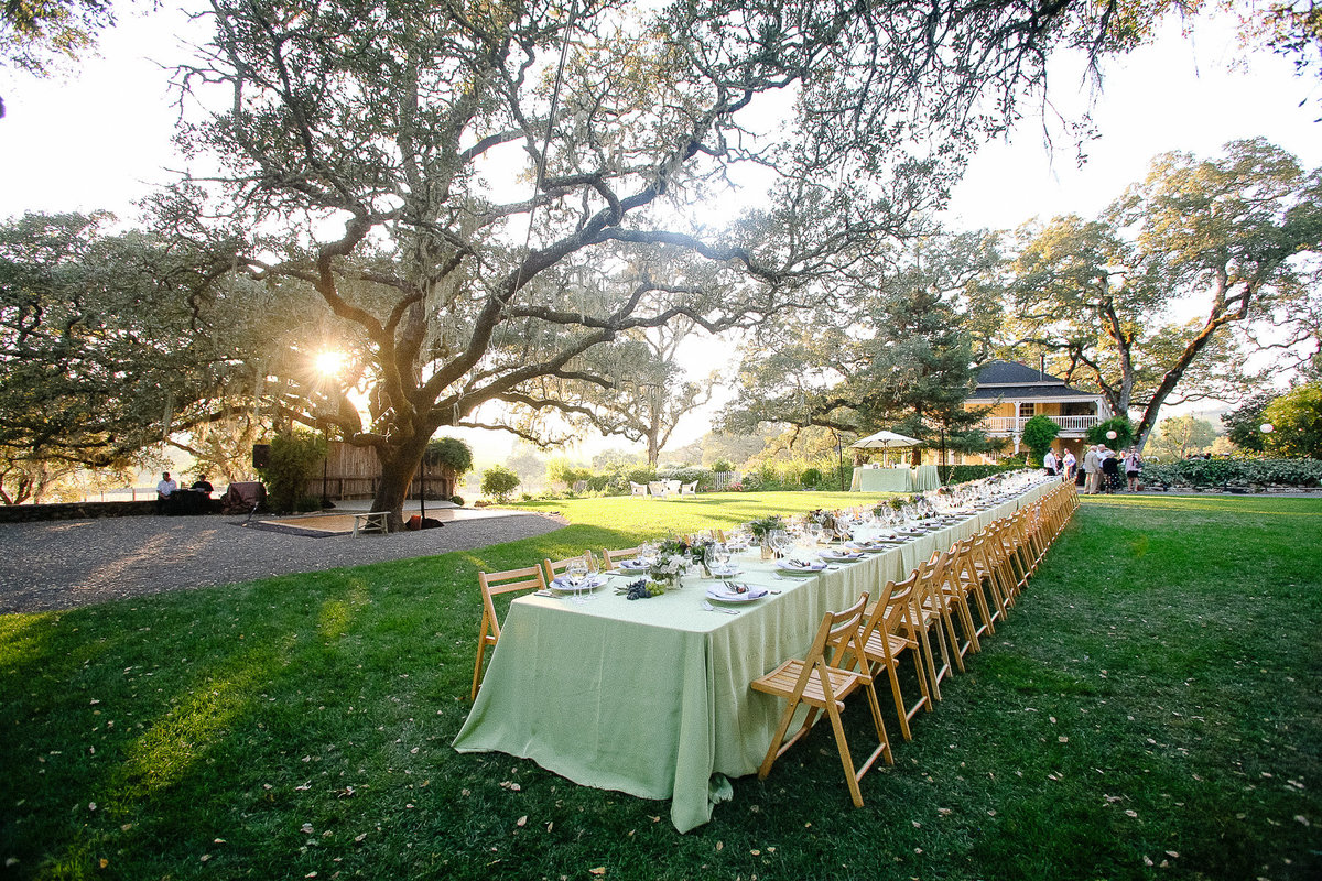 A kings table for a wedding at Beltane Ranch.