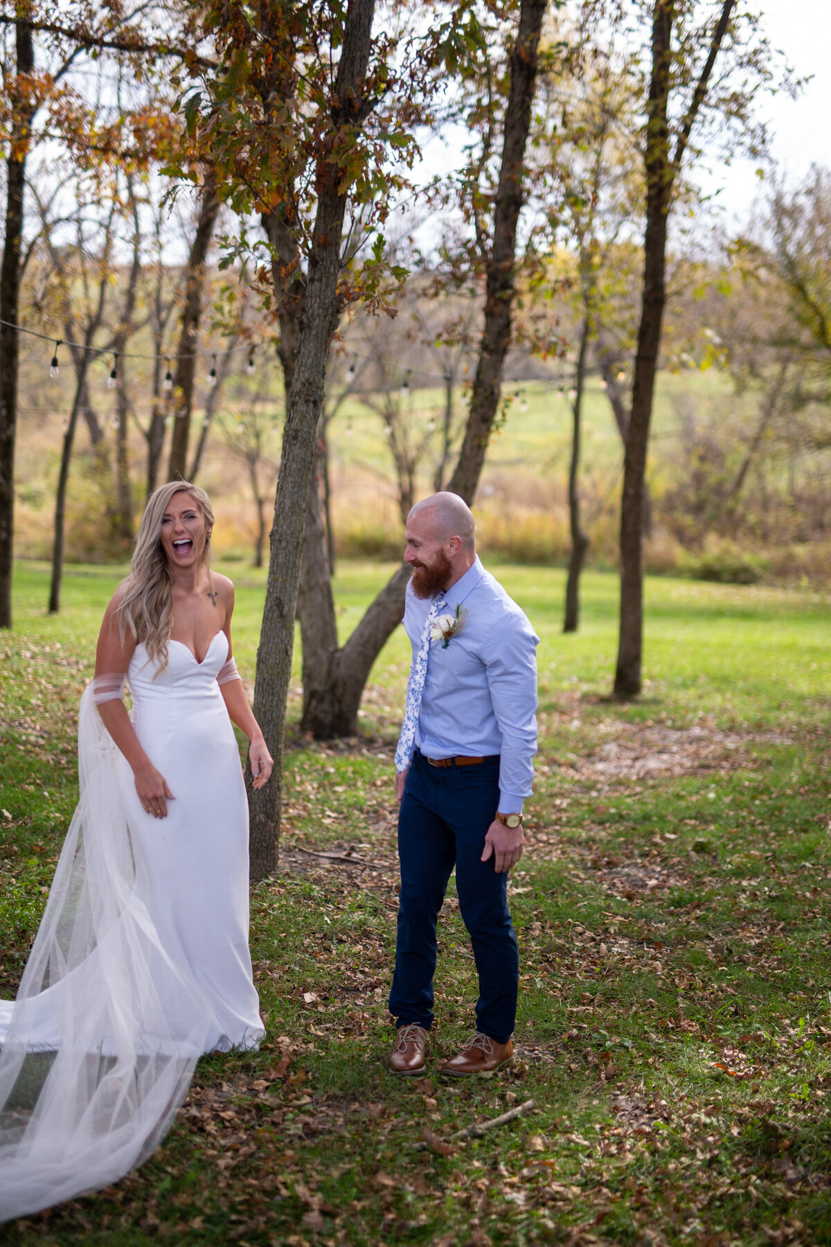 Barnes-place-des-monines-iowa-rustic-wedding-photo-ideasPhoto-42