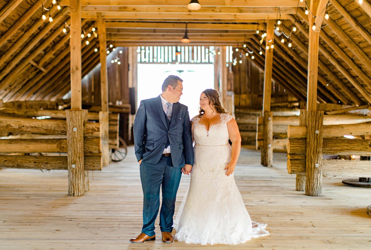 laura-ben-campbell-farm-white-lake-wedding-grey-loft-studio-2020-131
