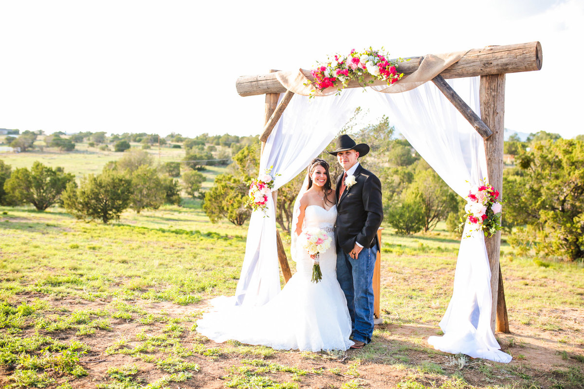 Edgewood-New-Mexico_Country-Wedding-Photographer_www.tylerbrooke.com_Kate-Kauffman-15-of-35(pp_w2052_h1368)