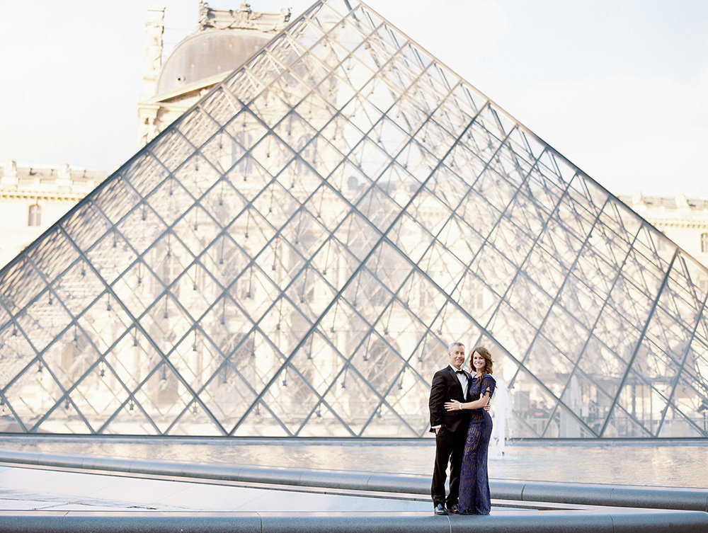 Anniversary photography session at the Louvre Museum 14