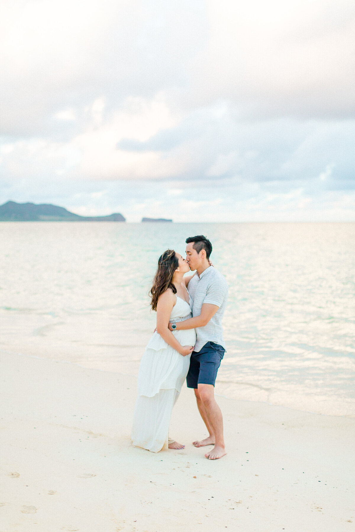 Blog-lanikai beach maternity session by hawaii maternity photographer veronica ilioi photography-0057