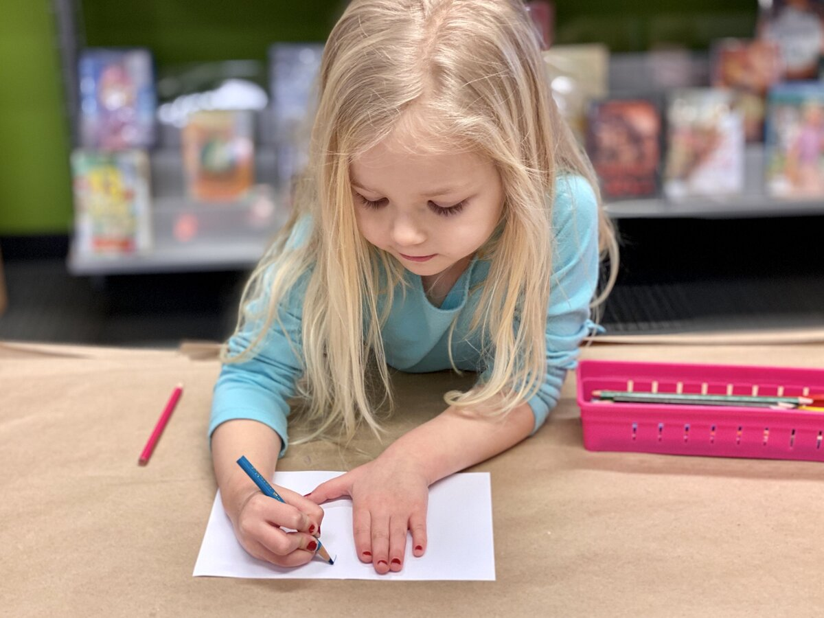 little-girl-practicing-writing-learning-letters-learning-to-spell-handwriting-school-back-to-school_t20_WxN94X