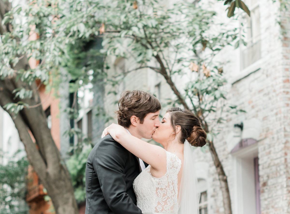 georgetown-ritz-carlton-wedding-kiss
