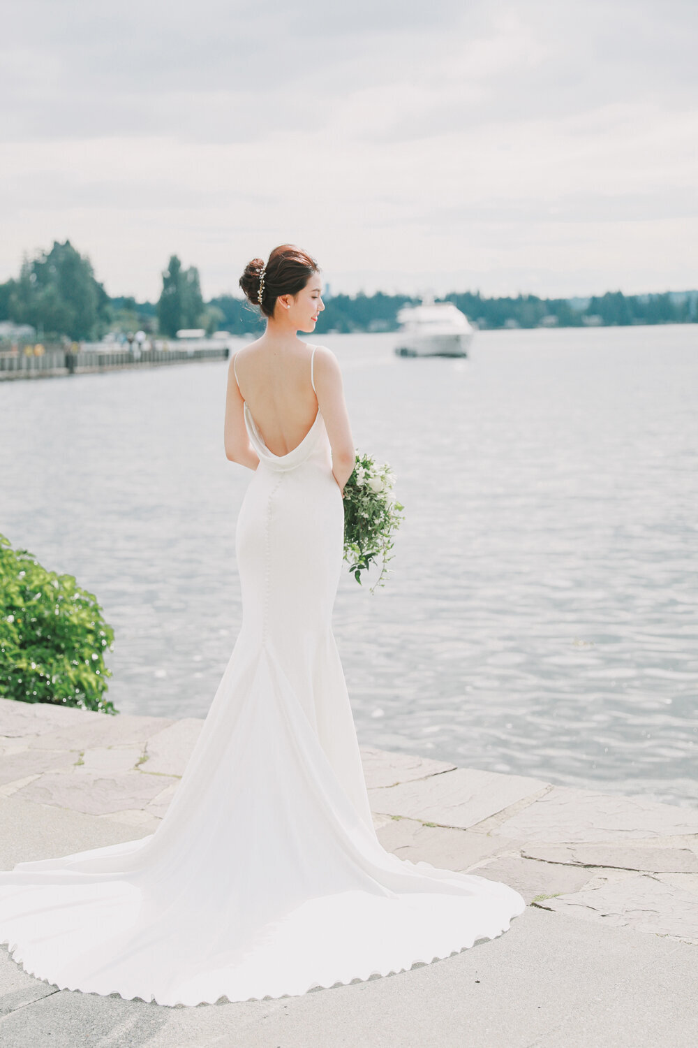 Kirkland-washington-wedding-planner-leigh-and-mitchell-waterfront-wedding-bridal-portrait-inspo