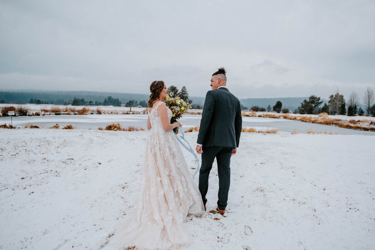 sunriver-resort-oregon-wedding-venue-christmas-elopement-photographer-destination-1570