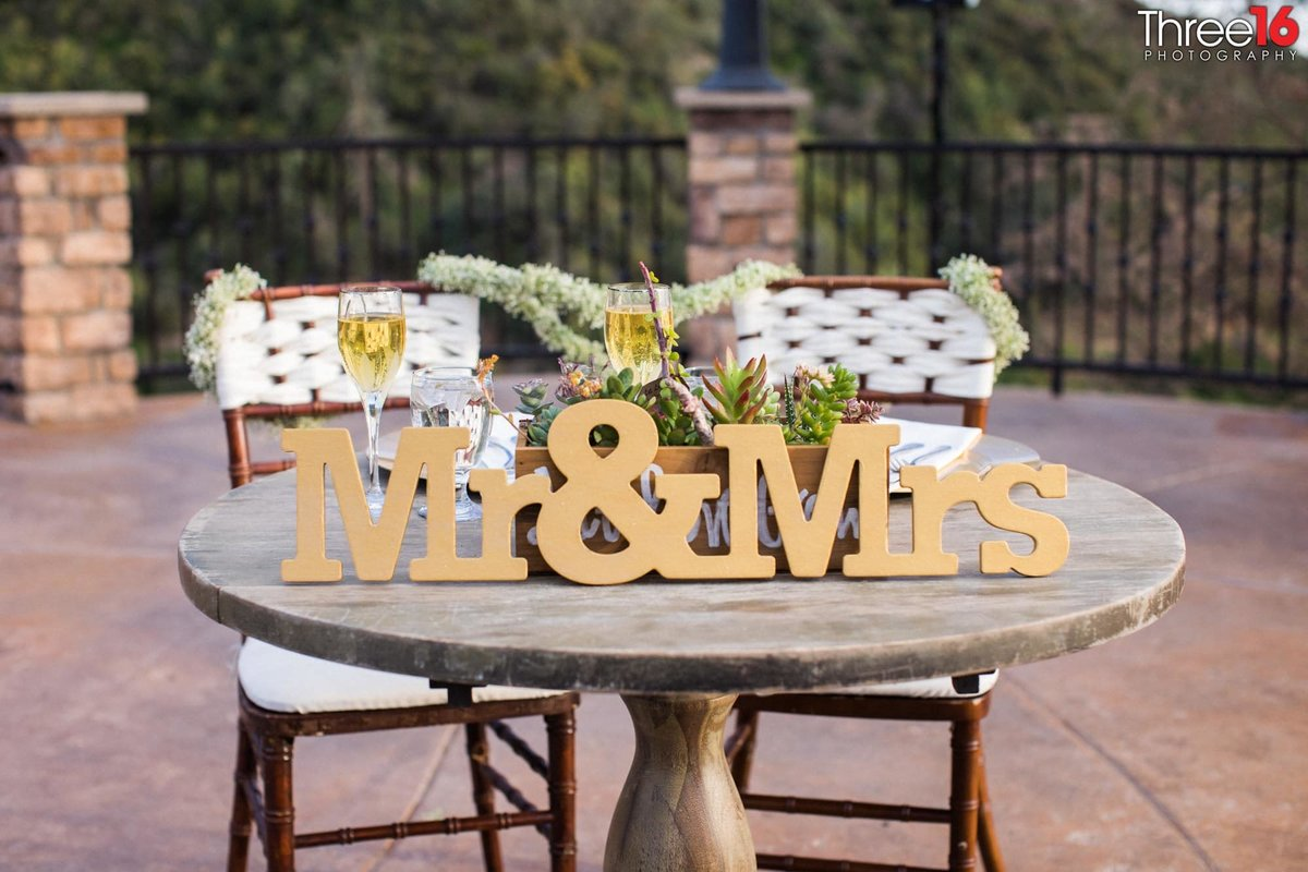 Couples outdoor table at a Serendipity Gardens wedding reception