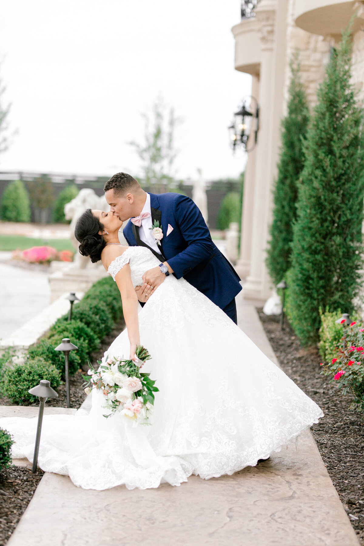 Jasmine & Josh Wedding at Knotting Hill Place | Dallas DFW Wedding Photographer | Sami Kathryn Photography-106