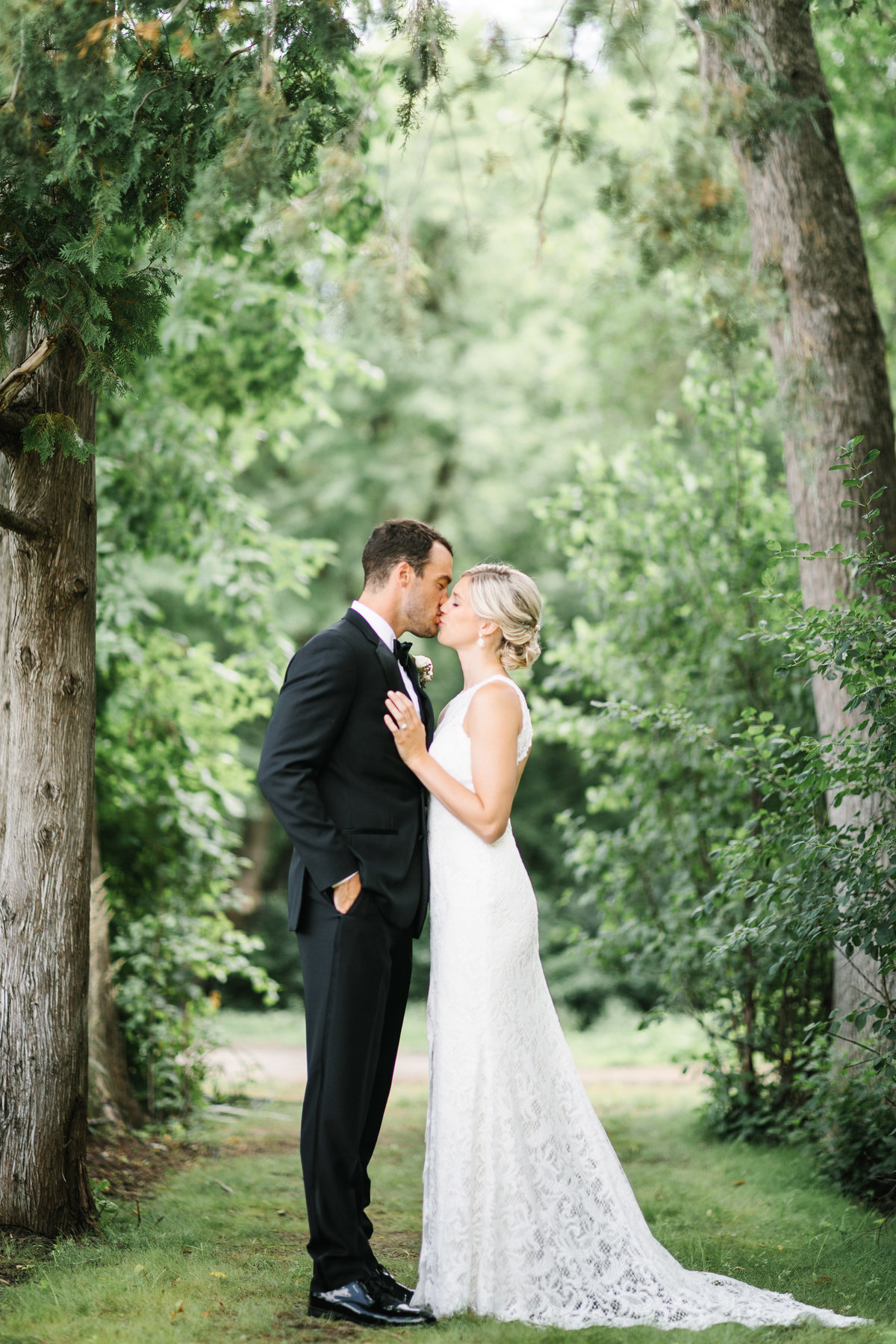 Hutton-House-June-Summer-Minneapolis-Wedding-19