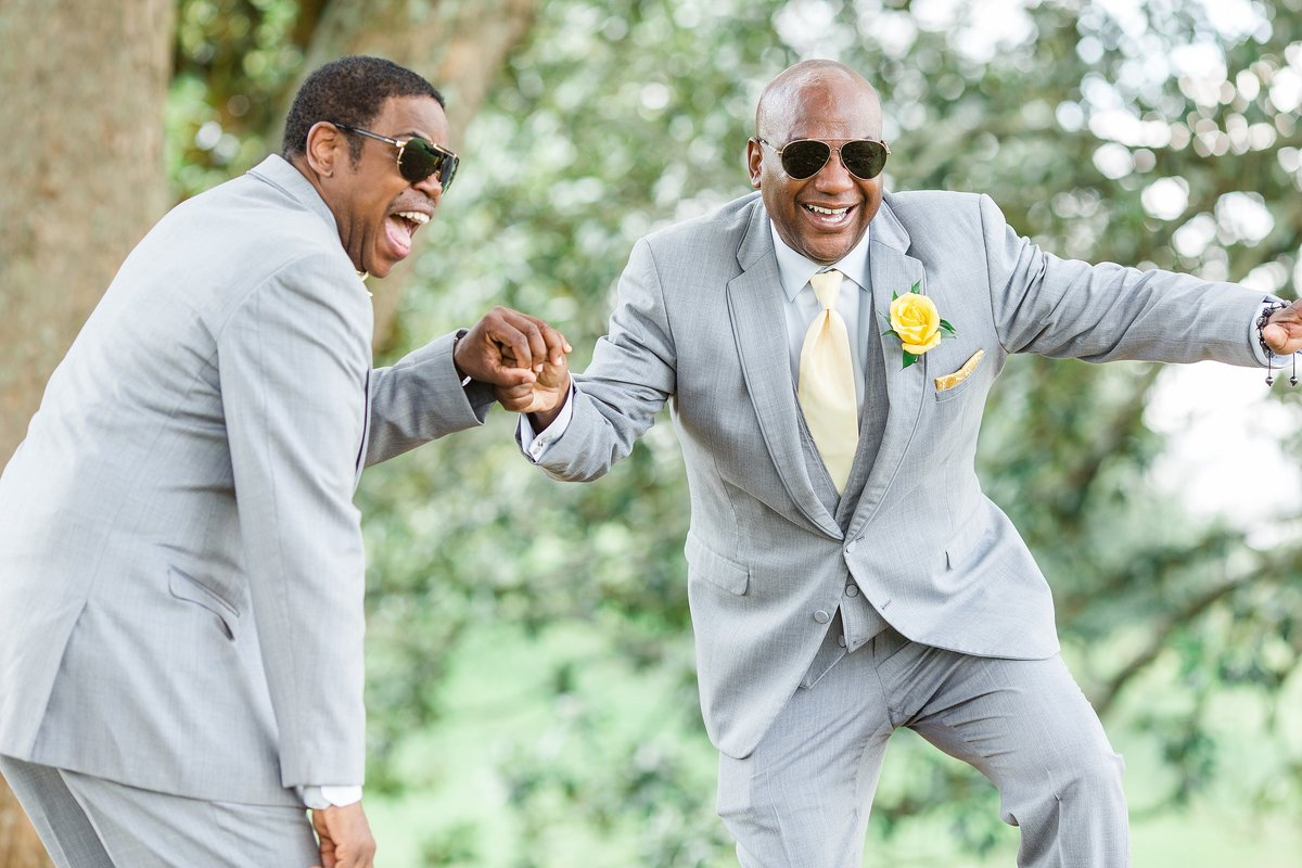 groomsmen-fun-yellow-grey-sunglasses