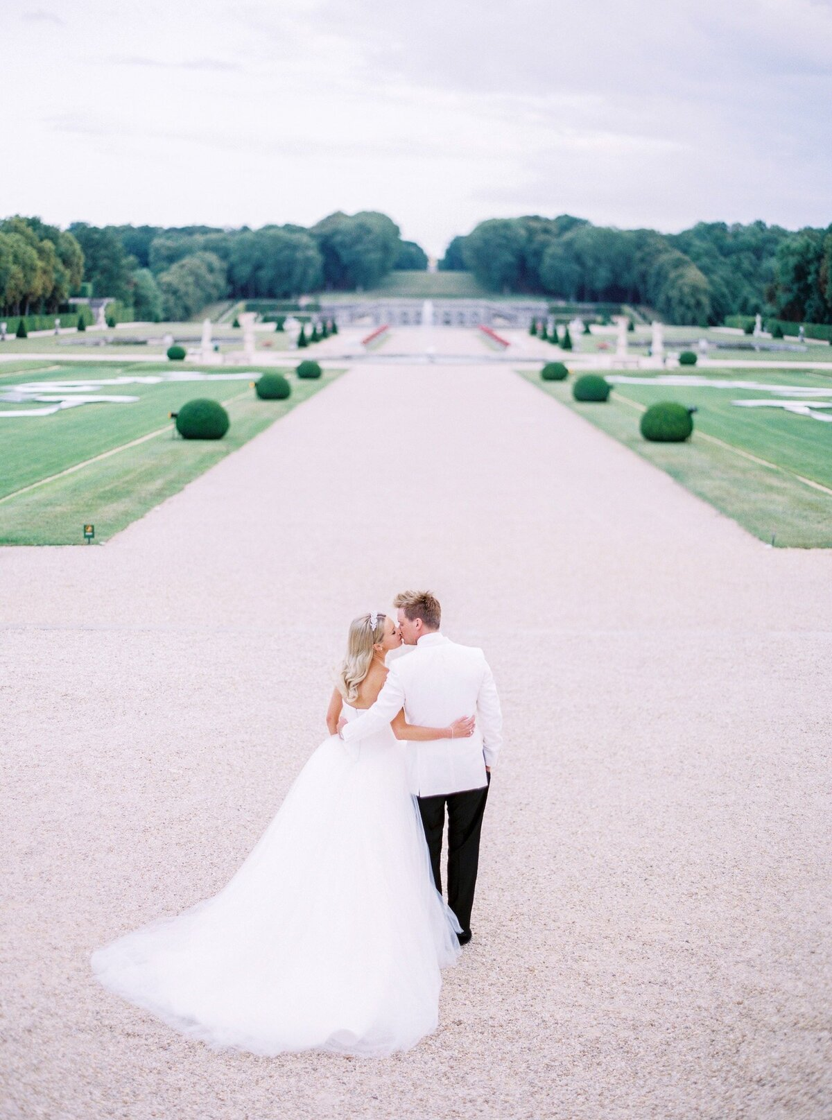 vaux-le-vicomte-luxury-wedding-phototographer-in-paris (40 of 56)