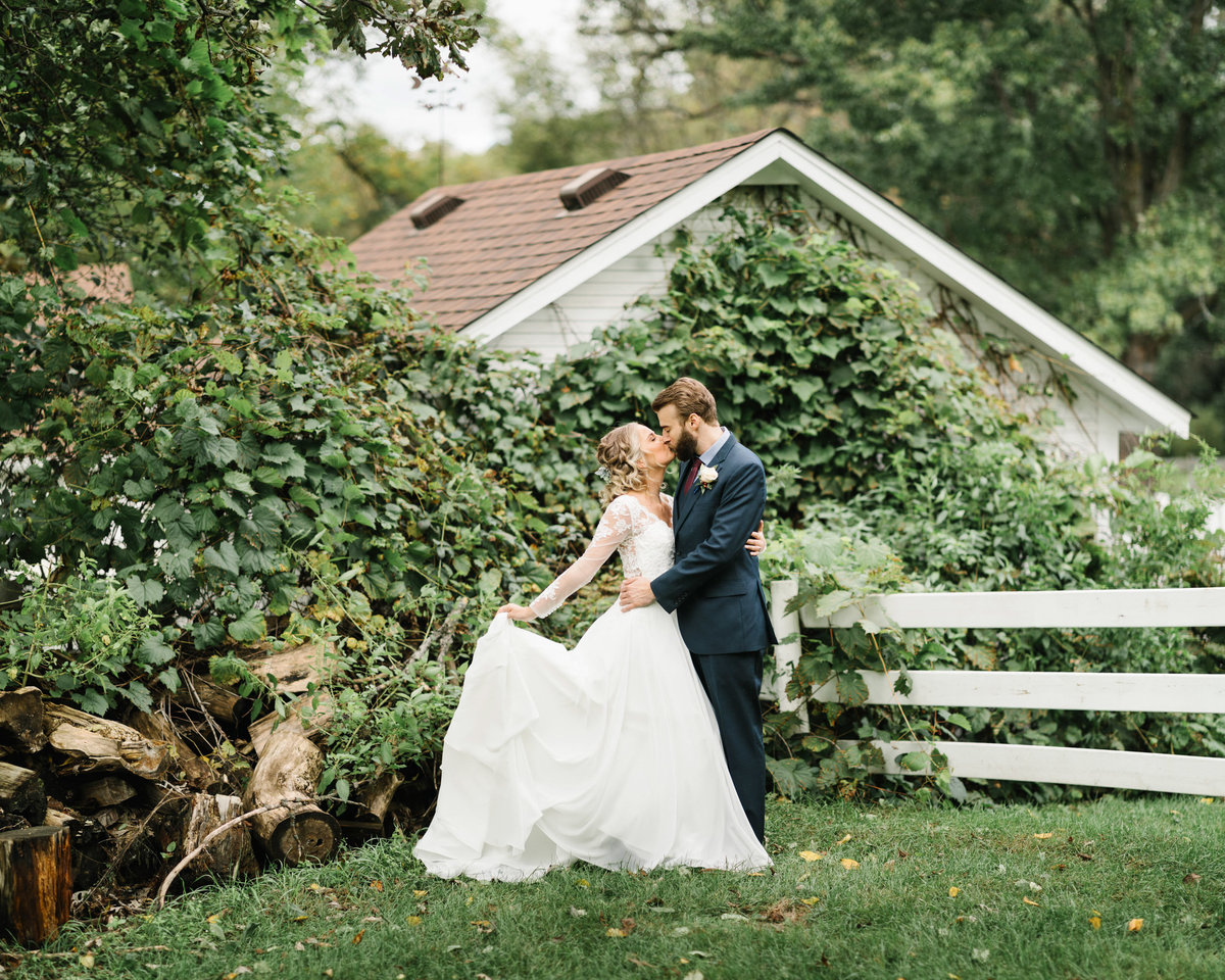 Hope-Glen-Farm-Cottage-Grove-Minnesota-September-Fall-Wedding-26