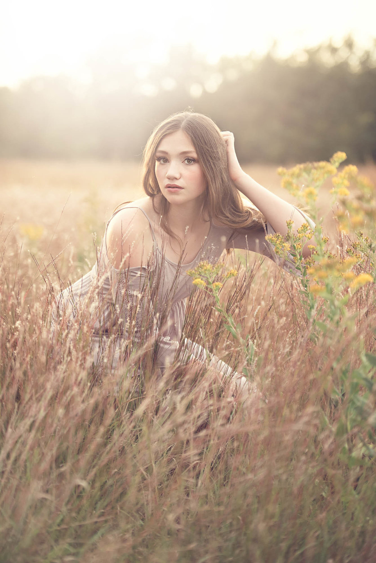 modern senior pictures in field of flowers minnesota photographer4