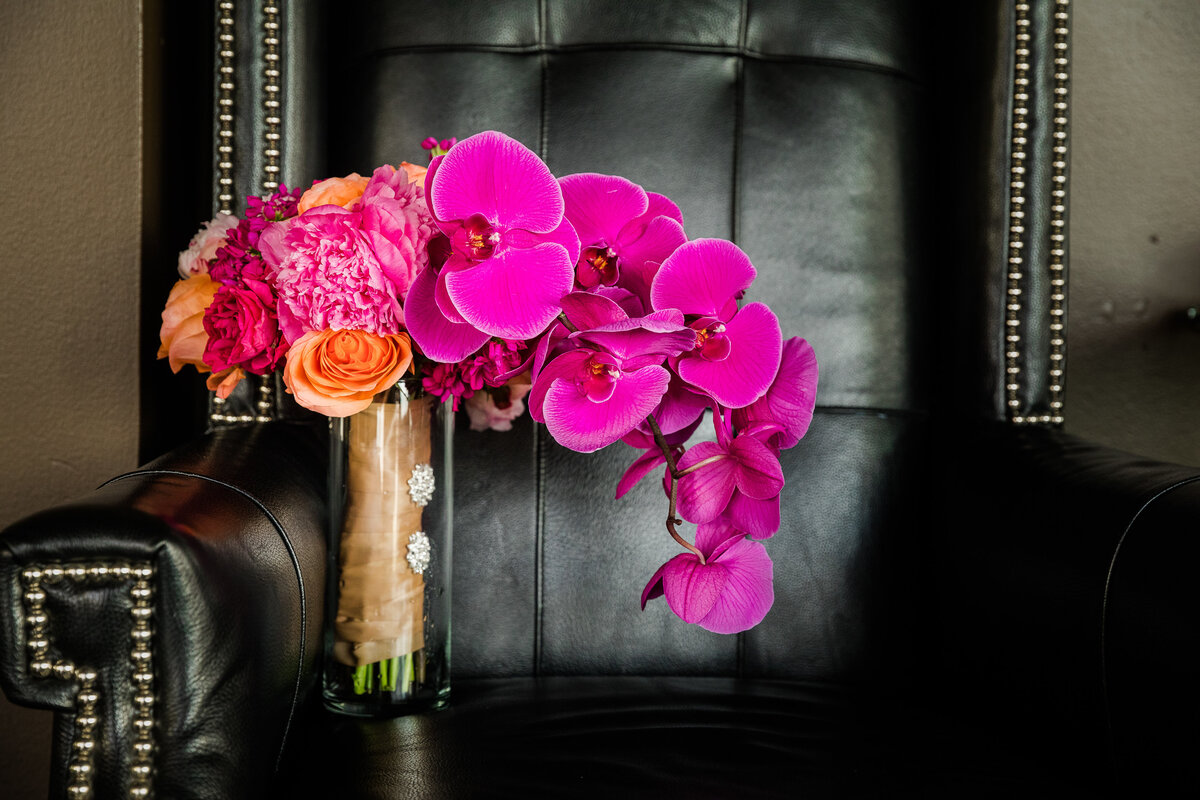 34thstreetevents-houstonweddingplanner-hotelzaza-pink bridal bouquet and leather-34th street events